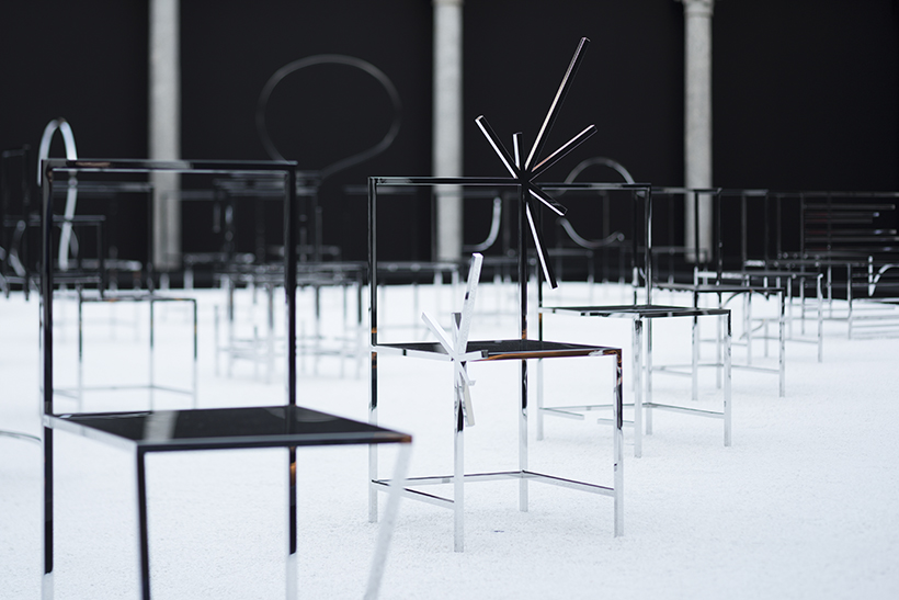 50_manga_chairs_in_Milan_09_takumi_ota